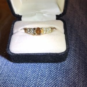 Gorgeous topaz and gold ring. Size 5.